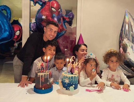 Cristiano Ronaldo: সন্তানদের জন্মদিনে গার্লফ্রেন্ড জিওর্জিনাকে সঙ্গে নিয়ে পরিবারের মিষ্টতা বোঝালেন ক্রিশ্চিয়ানো রোনাল্ডো