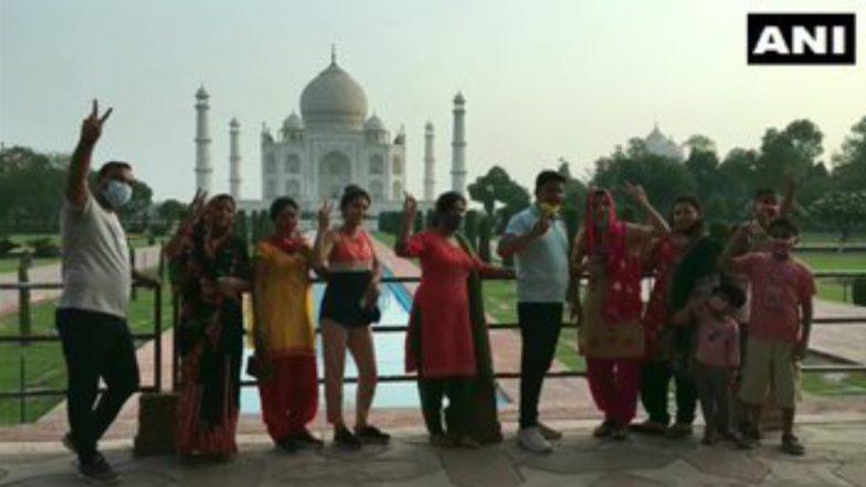 Taj Mahal: করোনা ভয়াবহতা কাটিয়ে খুলল তাজমহলের দরজা