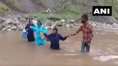 Jammu & Kashmir: মহামারীতে পাহাড়, নদী টপকে মানুষের কাছে পৌঁছচ্ছেন স্বাস্থ্য কর্মীরা
