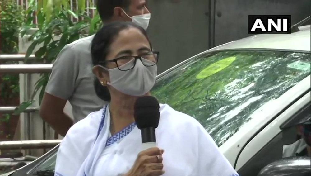 Mamata Banerjee: রাজ্যের জন্য উন্নত সড়ক থেকে উড়ালপুল, বৈঠকে গড়করির সঙ্গে কথা মমতার