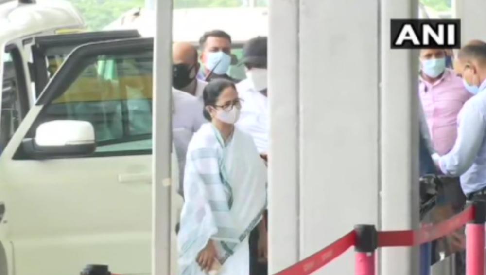 Mamata Banerjee: পেগাসাস ইস্যুতে তদন্ত কমিশন গঠন করে দিল্লি রওনা হলেন মমতা