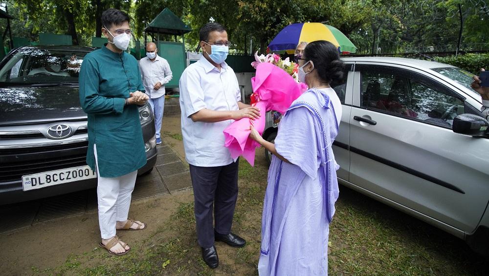 Mamata Banerjee: চব্বিশের নির্বাচনে মোদী বিরোধী জোটে শান, দিল্লিতে মমতার সঙ্গে সাক্ষাৎ কেজরির