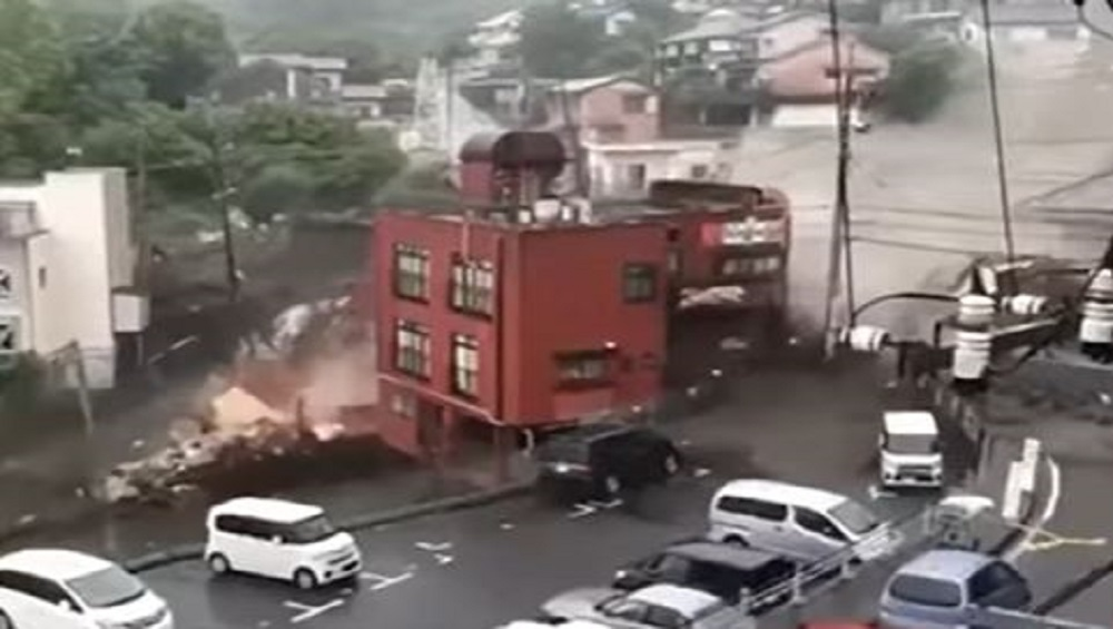 Japan's Mudslide: জাপানে ভয়াবহ কাদার স্ত্রোত, ভেসে গেল বাড়ি, নিখোঁজ ২০