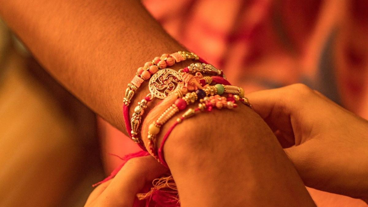 Raksha Bandhan 2021: জেনে নিন এই বছর রাখি পূর্ণিমার দিনক্ষণ ও শুভ সময়