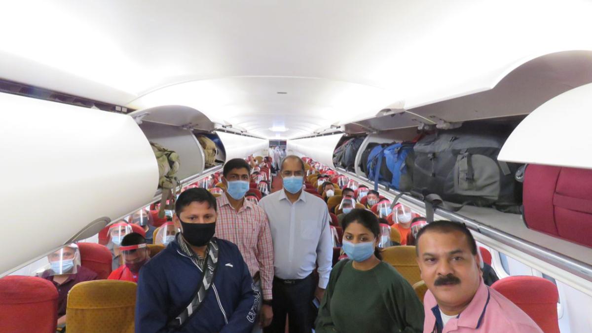 Kabul Evacuation: কাবুল থেকে দেশে ফিরলেন ২০০-র বেশি ভারতীয়, বায়ুসেনার বিমানে আসছেন আরও ১৬৮ জন