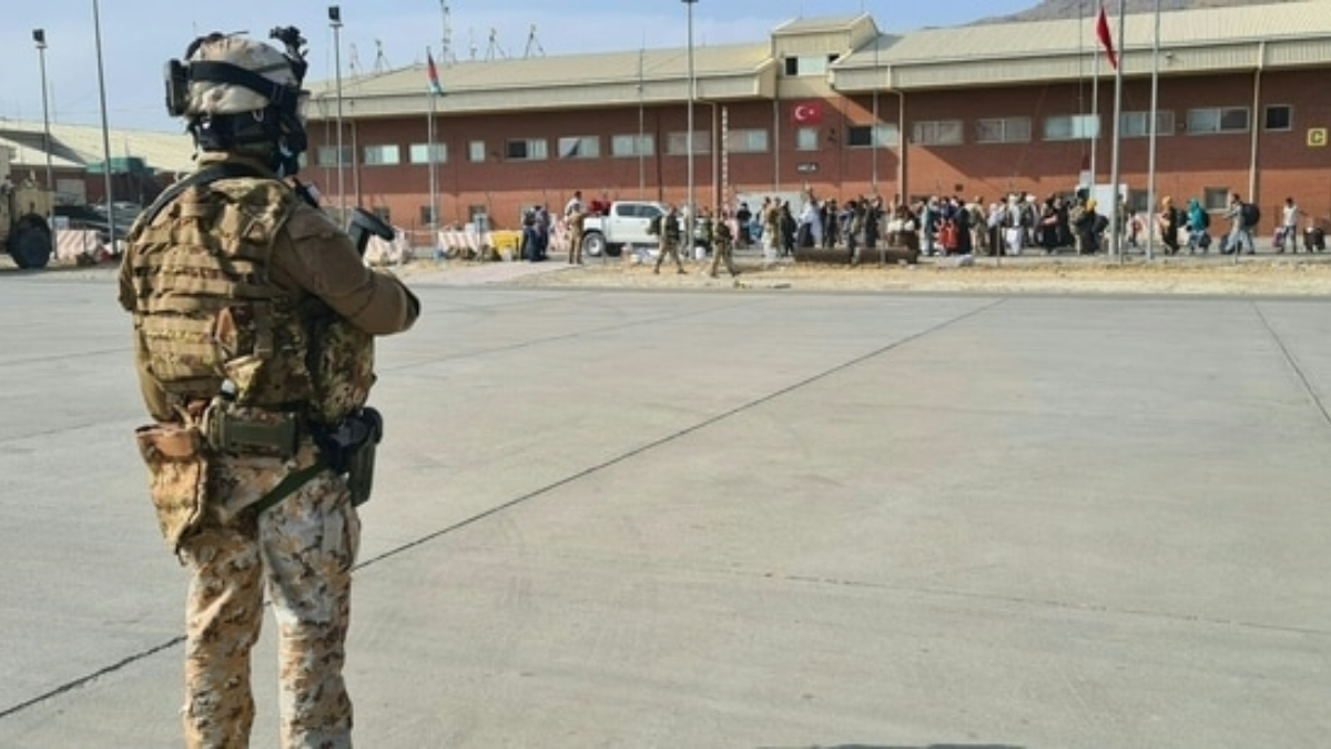 Afghanistan Crisis: ৩১ অগাস্টের পরও সেনা থাকলে ফল ভুগতে হবে, আমেরিকা ও ব্রিটেনকে হুঁশিয়ারি তালিবানের