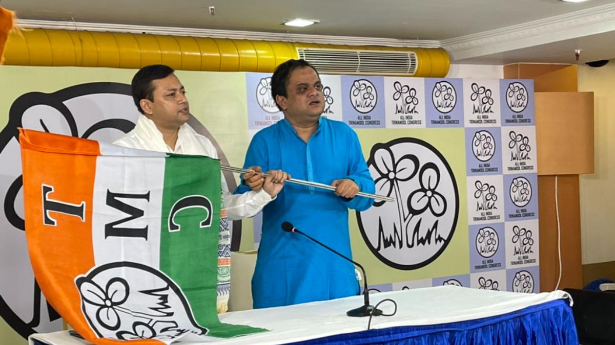 Bengal Politics: তৃণমূলে যোগ দিলেন বাঁকুড়ার বিষ্ণুপুরের বিজেপি বিধায়ক তন্ময় ঘোষ