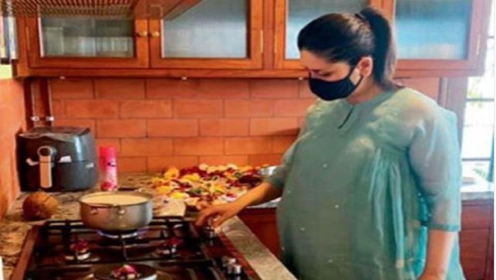 Kareena Kapoor Khan: নতুন বাড়িতে প্রবেশ, পুজো করছেন করিনা কাপুর খান