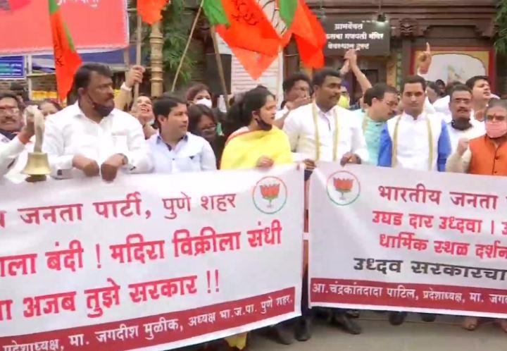 BJP: কমছে কোভিড, মন্দির খোলার দাবিতে রাস্তায় বসে আন্দোলনে বিজেপি