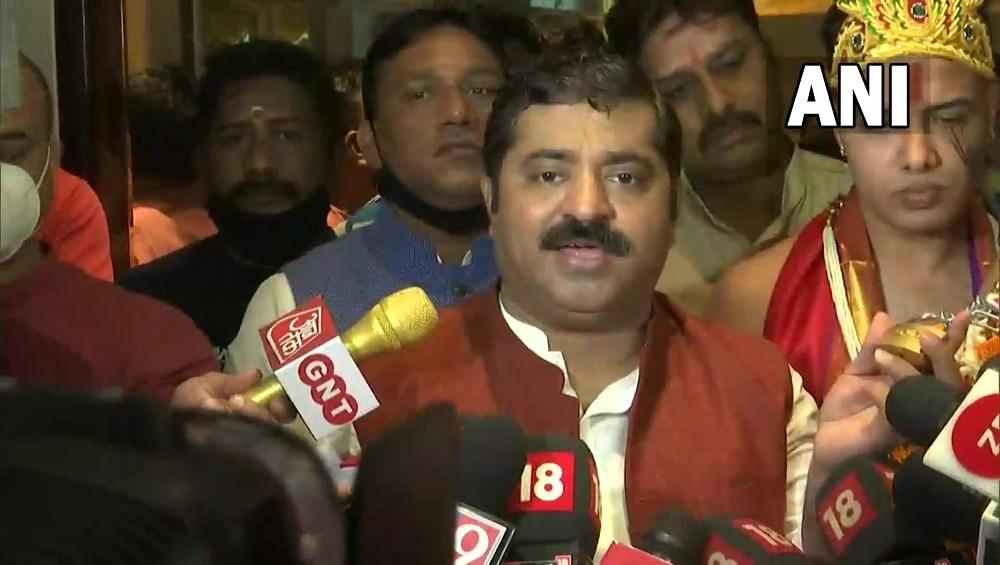 Ram Kadam: মহামারীর মধ্যে দহি হান্ডির অনুষ্ঠান কেন? প্রশ্ন তুলে বিজেপির রাম কদমের বাড়িতে মুম্বই পুলিশ