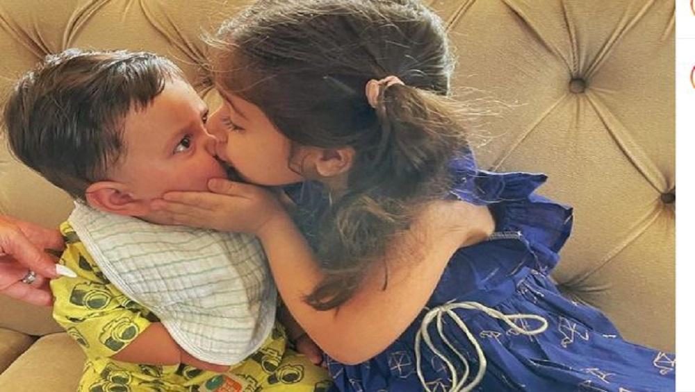 Kareena Kapoor Khan: করিনার কনিষ্ঠ পুত্র জেহ-কে আদর ইনায়ার, ভাইরাল ছবি