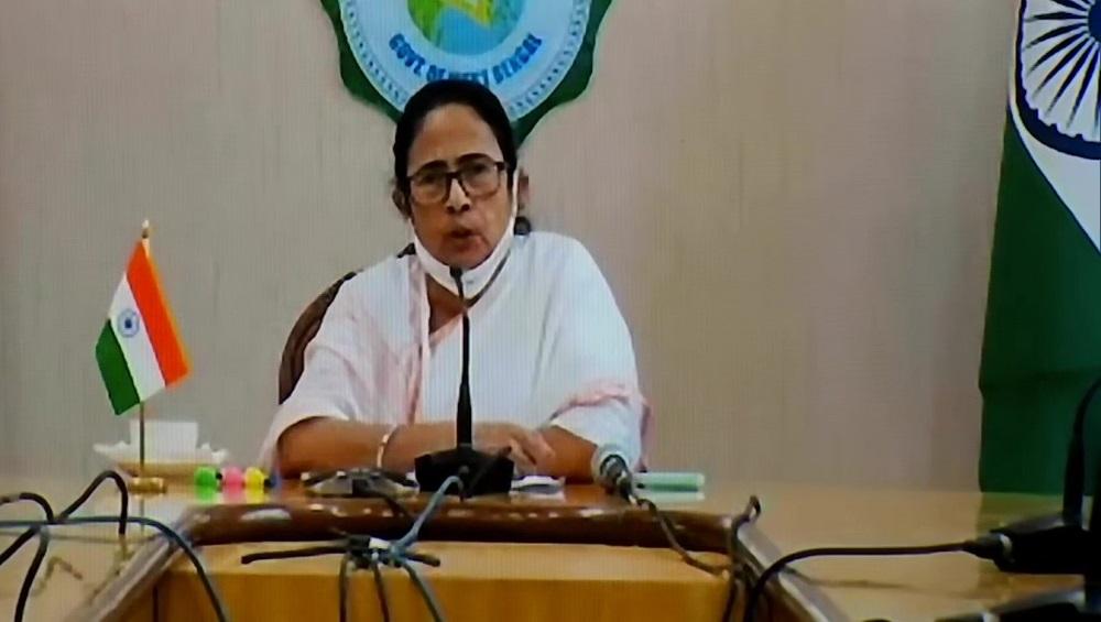 Mamata Banerjee: মানুষের মধ্যে বিভেদ করবেন না, ভ্য়াকসিন নিয়ে কেন্দ্রের বিরুদ্ধে অসন্তোষ মুখ্যমন্ত্রীর
