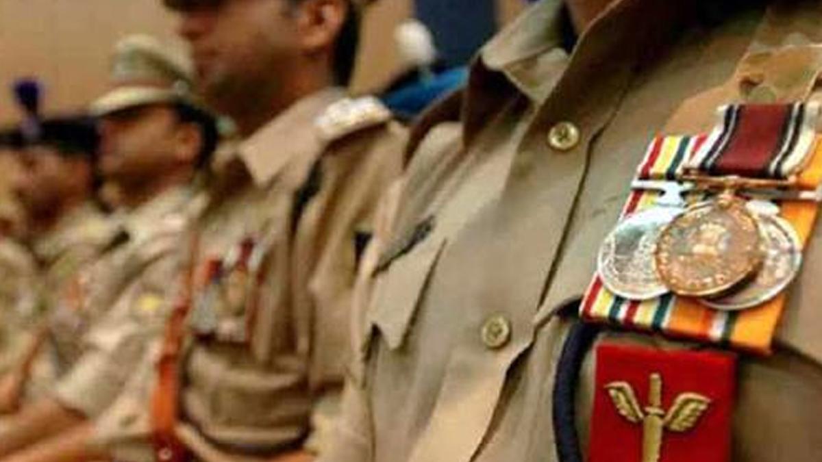 Police Medal 2021: অপরাধের তদন্তে দক্ষতার জন্য স্বরাষ্ট্রমন্ত্রী মেডেল পাচ্ছেন ১৫২ পুলিশ আধিকারিক, তালিকায় বাংলার ৪
