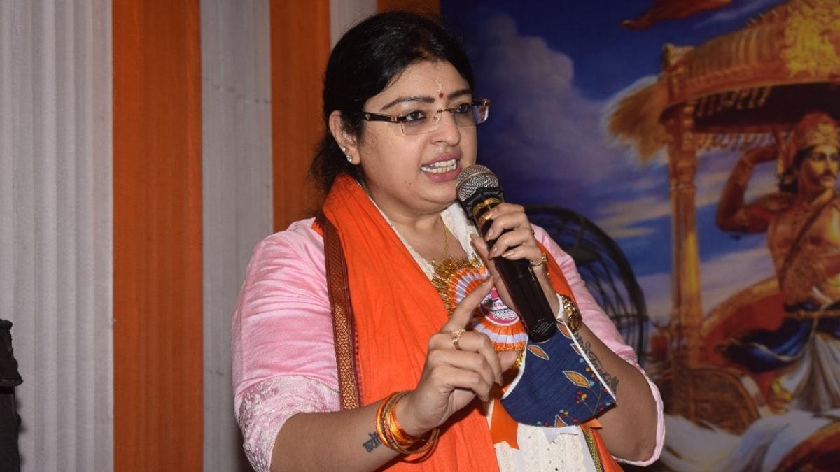 Bhawanipur Bypolls: ভবানীপুরের প্রচারে ফিরহাদ হাকিমকে আক্রমণ প্রার্থী প্রিয়াঙ্কা টিব্রেওয়ালের, মমতার গড়ে সুকান্ত