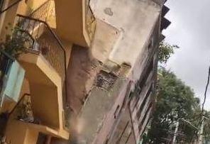 Bengaluru Building Crashing Down: দেখুন কীভাবে বেঙ্গালুরুতে হুড়মুড়িয়ে ভেঙে পড়ল দু তলা বাড়ি, ভিডিও