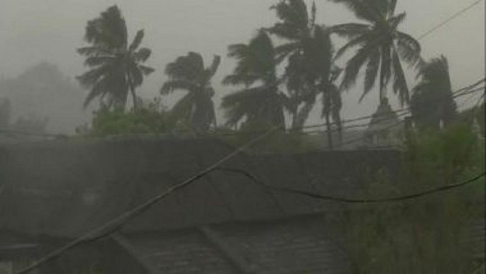 Cyclone Gulab: এগোচ্ছে ঘূর্ণিঝড় গুলাব, ওড়িশা, অন্ধ্র উপকূলে এনডিআরএফের ১৮ দল, বাংলায় সতর্কতা