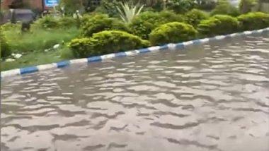 Kolkata Rain: একটানা বৃষ্টিতে জলমগ্ন কলকাতা, দেখুন মানুষের দুর্ভোগের ছবি