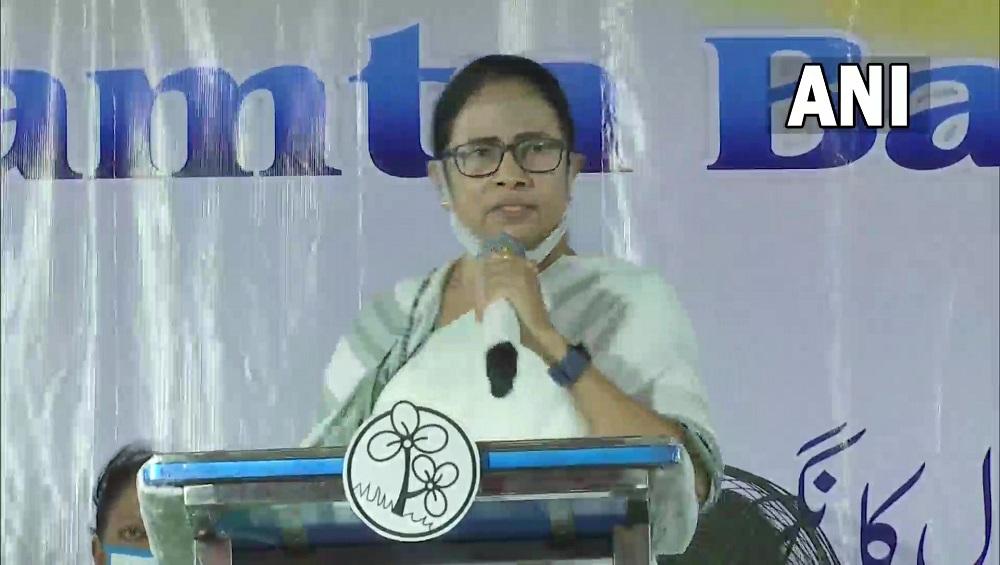 Mamata Banerjee: 'আমিও হিন্দু, তাহলে কেন যেতে দেওয়া হচ্ছে না', রোম সফরে 'না' করার পর কেন্দ্রকে তোপ মমতার