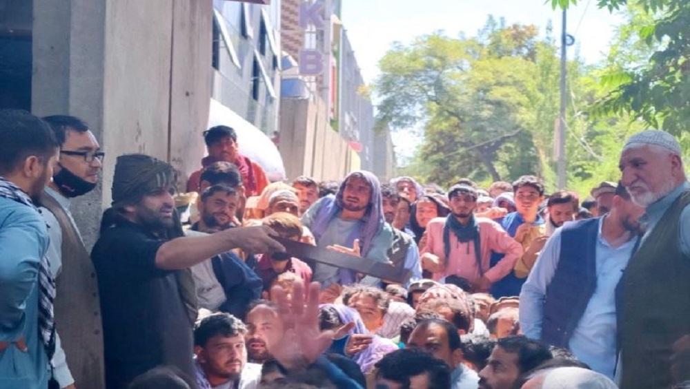 Afghanistan: মার্কিন বাহিনী নেই, তালিবানের ভয়ে সন্ত্রস্ত্র আফগানরা ছুটছেন সীমান্তের দিকে