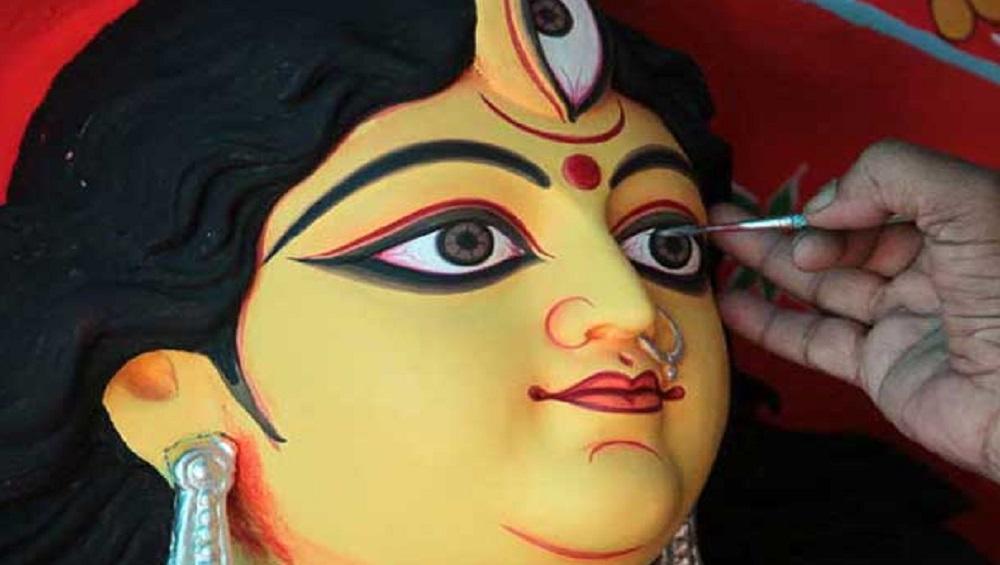 Mahalaya 2021: পিতৃ পক্ষের অবসানে মহালয়া, তর্পণ, দেবীর চক্ষুদানে শরতের ভোরে আবেগপ্লুত বাঙালি