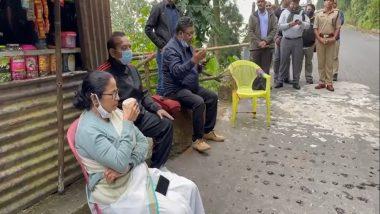 Mamata Banerjee: পাহাড় সফরে স্থানীয় দোকানের চায়ে চুমুক মুখ্যমন্ত্রীর, পাশে গান ধরলেন ইন্দ্রনীল সেন